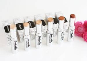 au-naturale-organic-creme-foundation-sticks