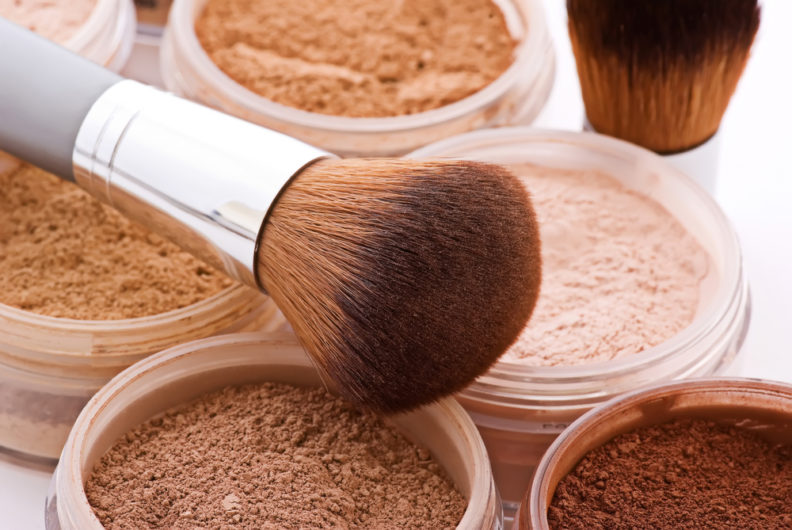https://healthyandstylish.com/wp-content/uploads/2016/04/Mineral-Foundation.jpg
