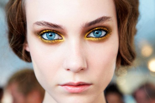 how-to-apply-gold-eyeshadow-for-blue-eyes