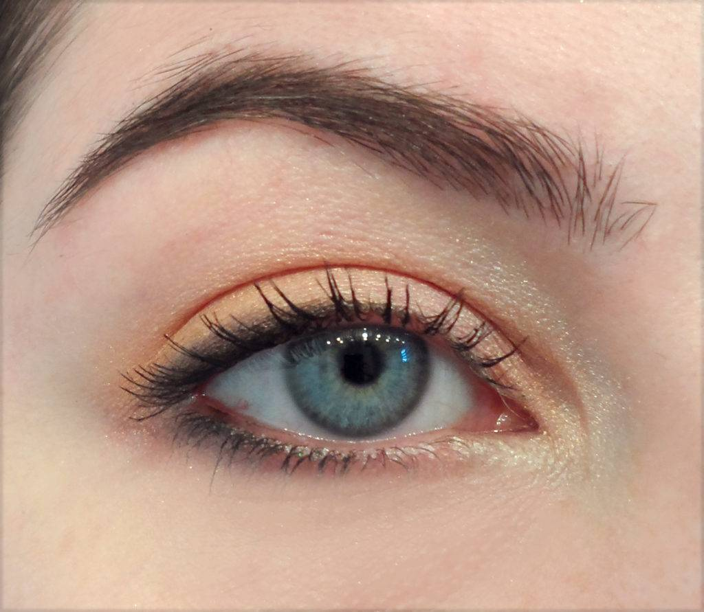 Simple eye makeup for blue eyes