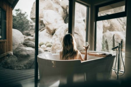 How to Give Yourself a Spa-Like Experience at Home